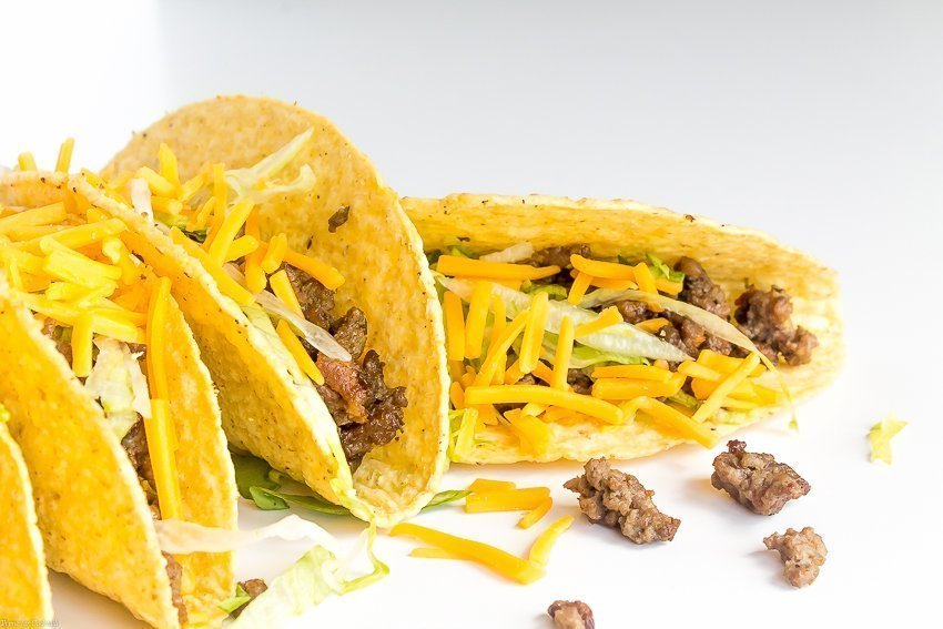 It's not Cinco de Mayo without a ton of tacos. Do you know any tricks for making crowd-pleasing tacos? Check out these 5 tips for great Ground Beef Tacos and learn my how-to's just in time for Cinco de Mayo!
